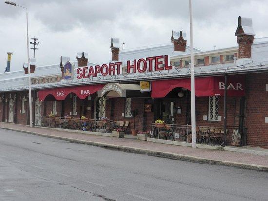 BEST WESTERN Hotel Seaport : Hotel Exterior