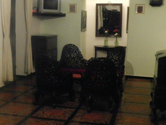WelcomHeritage Panjim Inn: Common Seating area