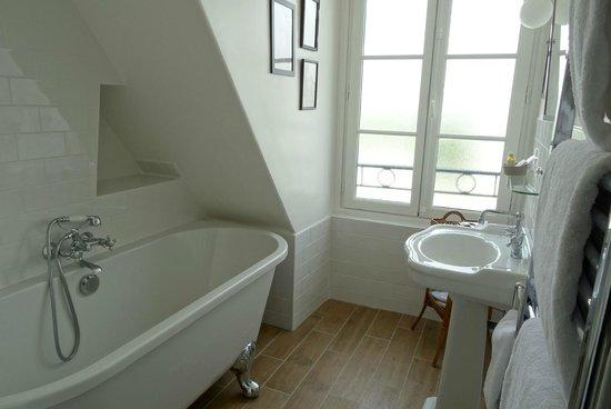 Le Petit Chomel : Salle de Bain - Bathroom
