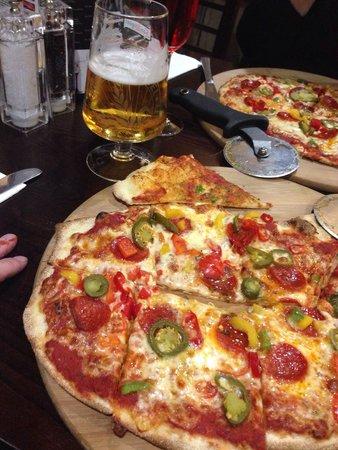 Retreat Grill, Bar and Restaurant: American Hot Pizza Yum Yum Yum