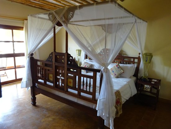 Neptune Pwani Beach Resort & Spa: Lit