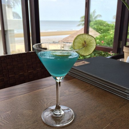 Aleenta Hua Hin Resort & Spa : Frozen blue margarita.