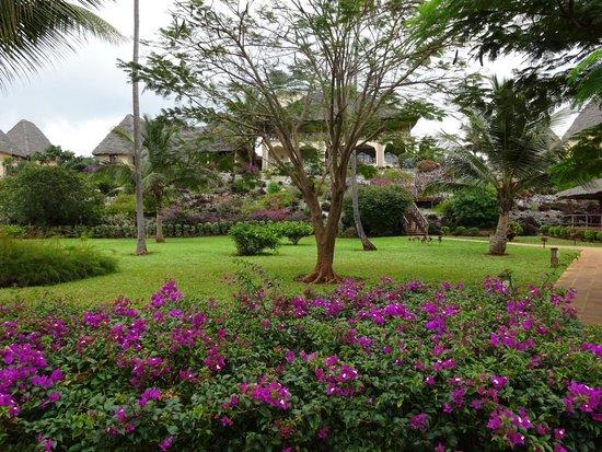 Neptune Pwani Beach Resort & Spa: Jardin