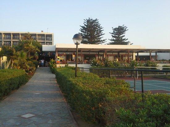 Club Marmara Marina Beach : l'entrée par la plage