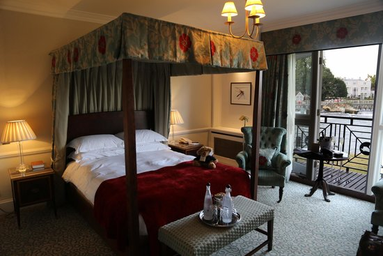 Macdonald Compleat Angler: Four Poster weir view