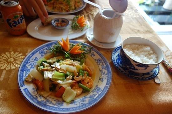 Golden Rice : cashewnuts and prawns