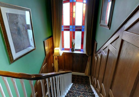 Scholars Townhouse Hotel: Back Stairs Original Stained Glass Window