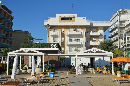 L 39 hotel record visto dal mare al bagno 96 convenzionato - Bagno 53 riccione ...