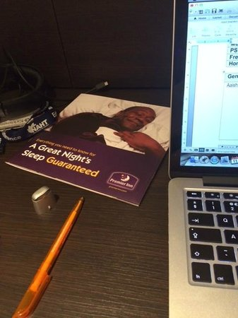 Premier Inn Birmingham Broad Street (Brindley Place) Hotel: Lenny can sleep - I've got work to do!