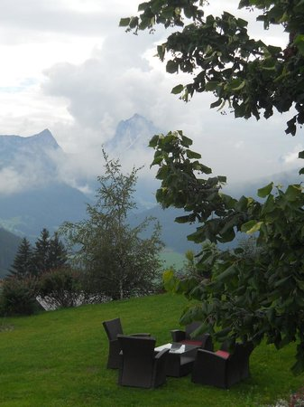 Hotel Alpen Tesitin: giardino esterno