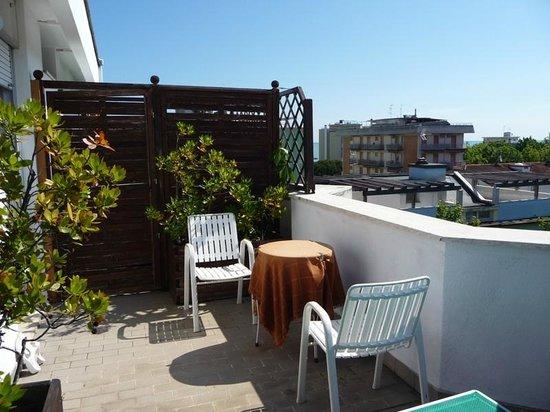 Hotel Tilly: Kleine Dachterrasse mi Blick zum Meer