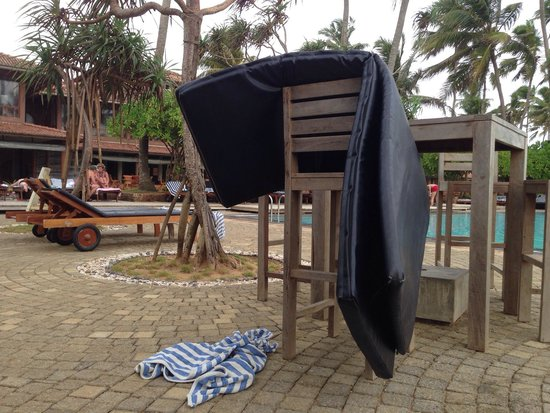 Ranweli Holiday Village: End of day scenes of devastation by the pool. Towels and mats everywhere and no attendants to be