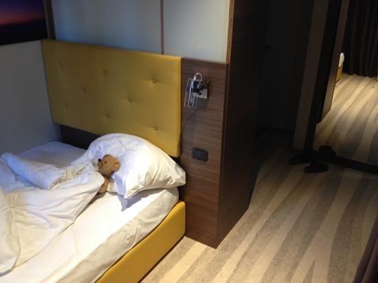 Semarah Hotel Lielupe: Kinderzimmer mit billigen Sperrholzschränken