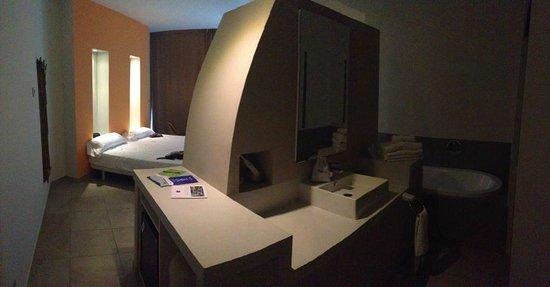 DoubleTree by Hilton Hotel Resort & Spa Reserva del Higueron: Standard room