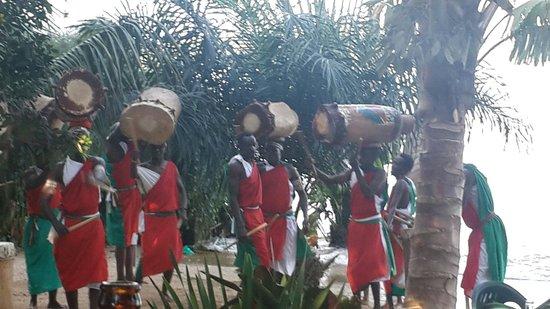 Goretti's Beachside Pizzaria and Grill: Tambourineurs du Burundi at Gorettis