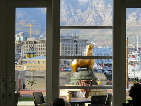 The Table Bay Hotel: View from tea area to Table mountaon