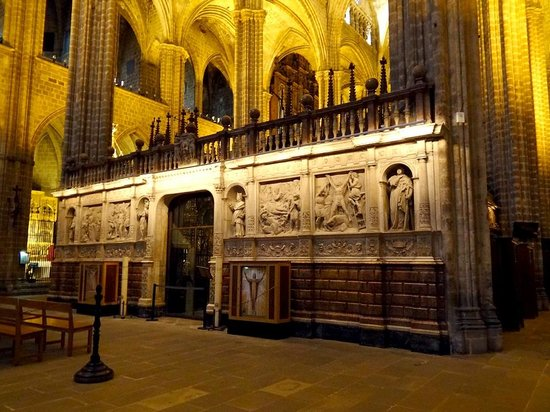 Catedral de Barcelona: The Cathedral of the Holy Cross and Saint Eulalia