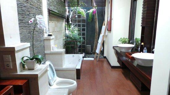 Bali Dream Suite Villa: Gorgeous bathroom