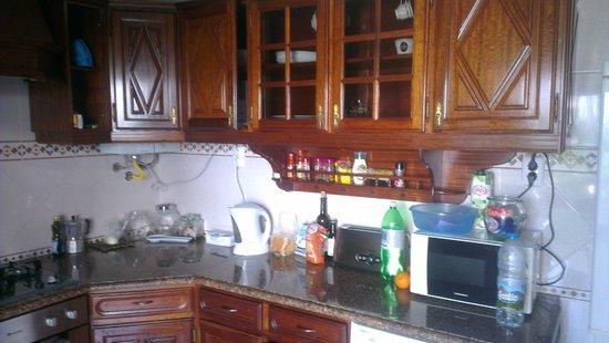 Baleal Surf Camp: Baleal Hostel II - Kitchen
