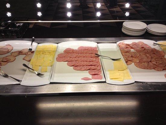 Semarah Hotel Lielupe: Frühstücks Wurst....