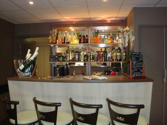 Hotel Clermont Estaing : Salle où l'on mange, on peut lire ...