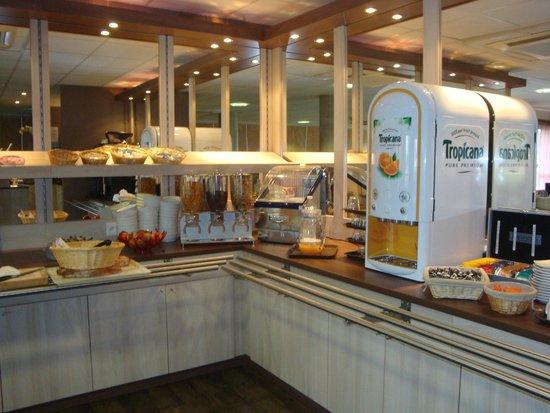 Hotel Clermont Estaing : Présentoir petit dej