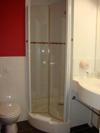 Hotel Clermont Estaing : Salle de bain et toilettes