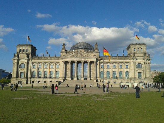Plenarbereich Reichstagsgebäude: Deutscher Bundestag (Bundestag Alemão)  Berlim, Alemanha