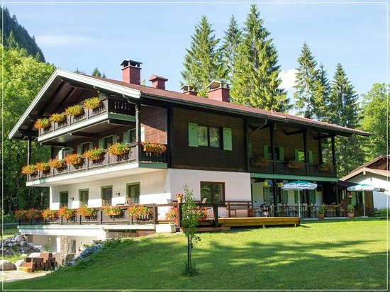 Haus Wildbach: Hotel from South-West