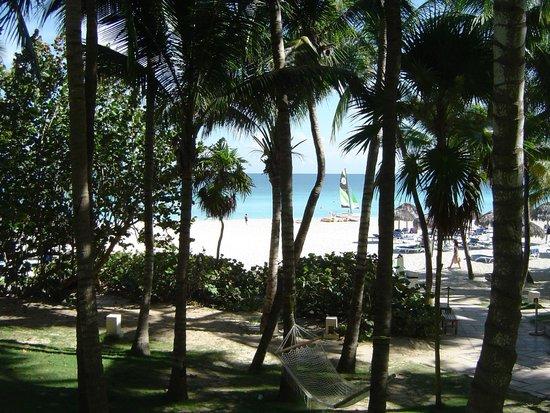 Melia Las Americas: Vista do hotel para a praia