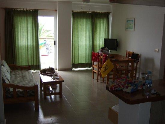 Es Cana Playa Apartments: Living area