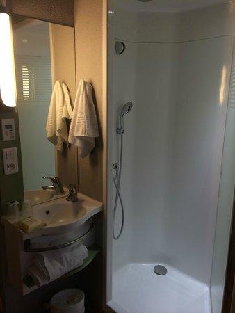 Shower Picture Of Ibis Budget Paris Porte De Vanves Vanves - Hotel porte de vanves
