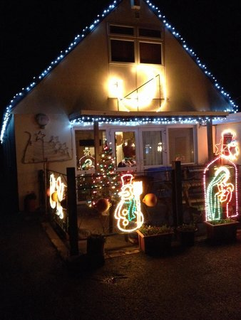 Hasguard Cross, UK : Karen & Chris decorated Walkers Lodge a treat for Christmas