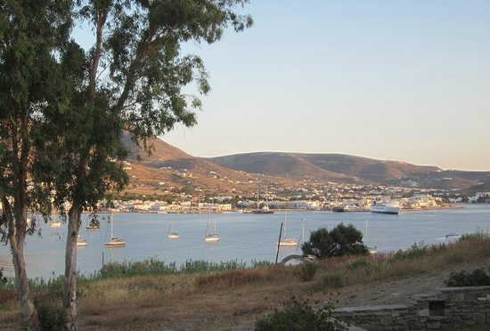 Paros Paradise Apartments: Watch the ferries come and go