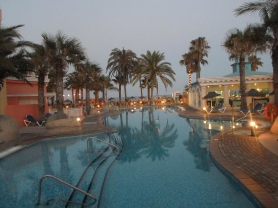 Mediterraneo Park : Vista do quarto para a piscina