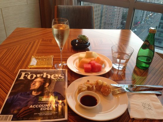 Kerry Hotel Beijing: Happy hour at the club lounge