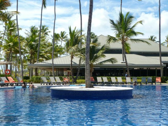 Piscine picture of barcelo bavaro beach adults only for Barcelo paris hotels