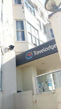 Travelodge Worthing Seafront: Fassade und Eingang
