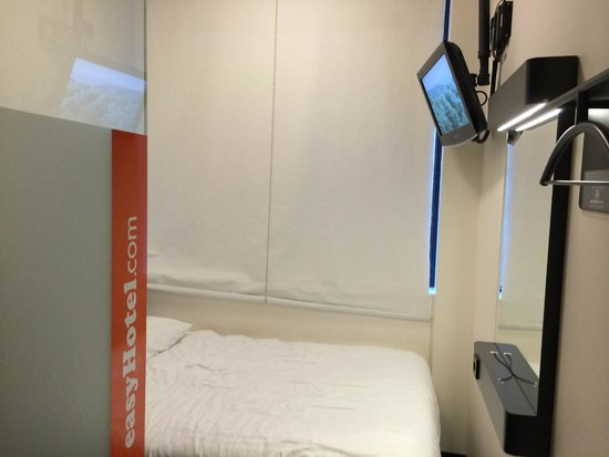 easyHotel Amsterdam: What you see when you enter through the door.