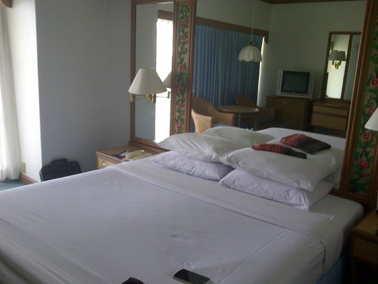 Montien Hotel Pattaya: room