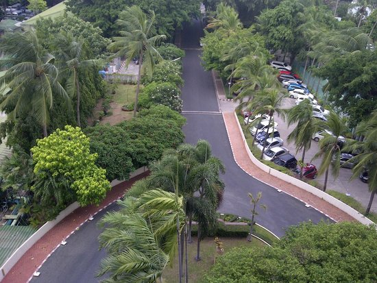 Montien Hotel Pattaya: Front boulevard