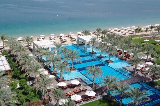 Jumeirah Zabeel Saray : Strand und Poollandschaft