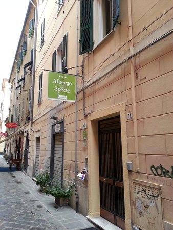 Albergo delle Spezie: straatzijde van het hotel