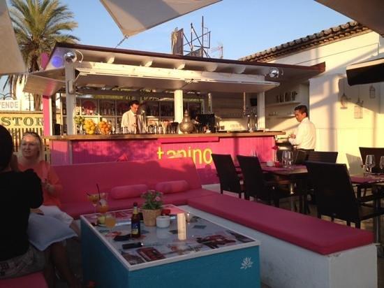 Tanino Restaurante Bar: Relaxing bar at Tanino