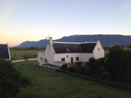 De Wagenhuis Guest House : Mountain views and farmland