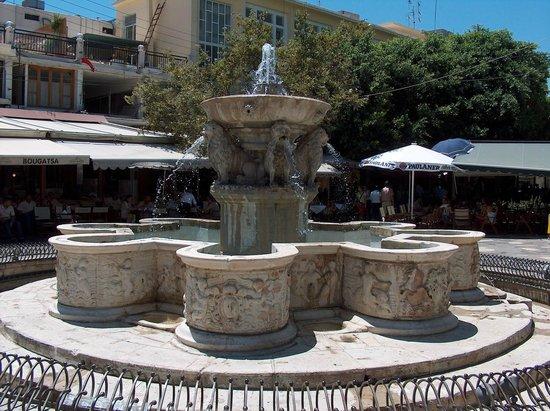 Heraklion, Griechenland: ΚΡΗΝΗ ΤΟΥ ΜΟΡΟΖΙΝΙ