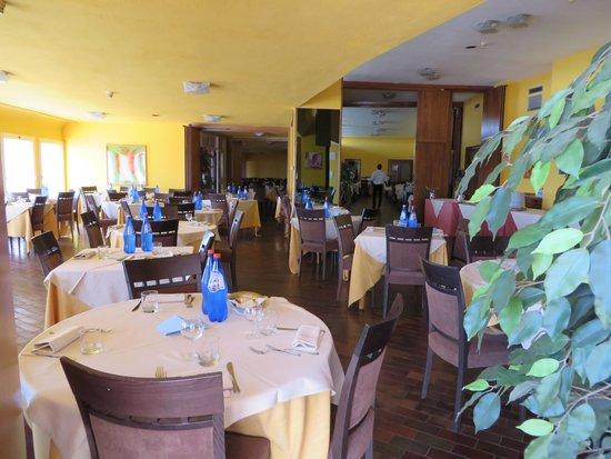 Costa Tiziana Hotel Resort: Parte del ristorante