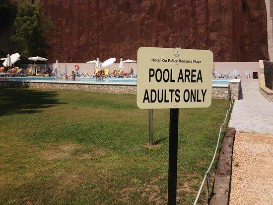 Hotel Riu Palace Bonanza Playa: The adult pool