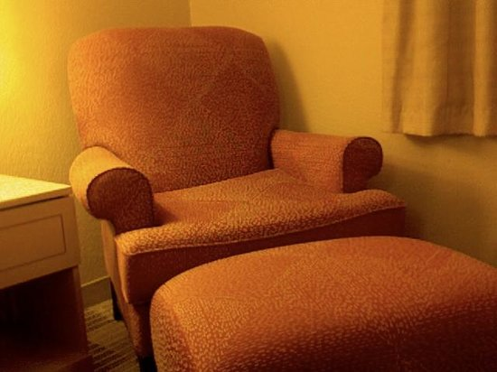 Extended Stay America - Raleigh - Cary - Regency Parkway North : Comfy Cozy Chair with Foot Rest for you to relax and unwind
