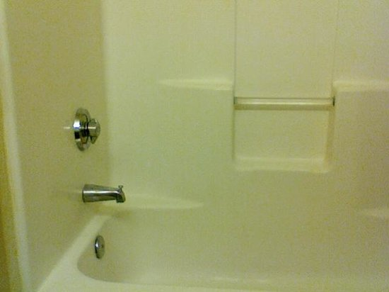 Extended Stay America - Raleigh - Cary - Regency Parkway North : Shower